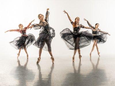 ballet dancers smiling